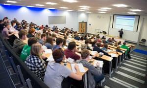 Estudiantes en una conferencia en la Universidad de Aberystwyth antes de la pandemia.