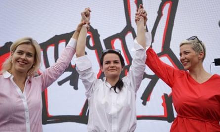 De izquierda a derecha: Veronika Tsepkalo, Svetlana Tikhanovskaya y Maria Kolesnikova, en un mitin en julio.
