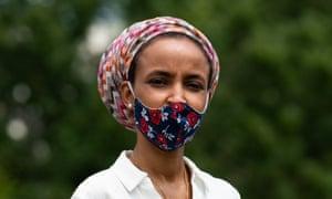 Ilhan Omar participa en una protesta a favor de la aprobación de la ley HEROES en Washington