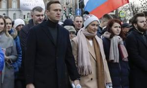 Navalny y su esposa, Yulia, en un mitin en Moscú en marzo.