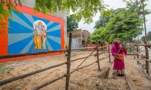 Preparativos en marcha en Ayodhya antes de la ceremonia de colocación de la primera piedra del templo Ram