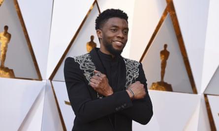 Chadwick Boseman llega a los Oscar 2018.