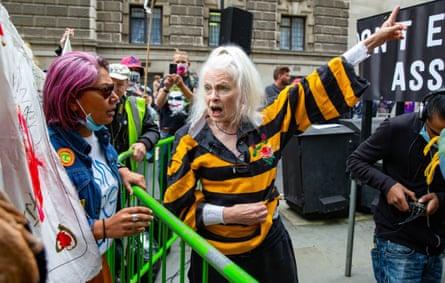 Vivienne Westwood fuera del Old Bailey.