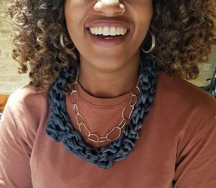 Un accesorio elaborado en Black Girl Knit Club.