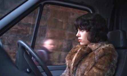Scarlett Johansson en la adaptación cinematográfica de Under the Skin de Michel Faber. La novela inspiró a Mackintosh.