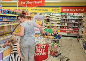 Kirsti va de compras con Krystal y Cody, Accrington. Julio de 2018.