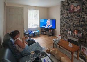 Katrina observa a Jeremy Kyle, Aspatria, Cumbria. Julio de 2018