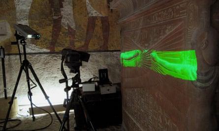 Protegiendo el pasado… Las paredes de la tumba de Tutankhamon han sido escaneadas para producir una réplica en el Valle de los Reyes.