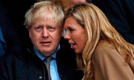 Boris Johnson y Symonds durante un partido de las Seis Naciones entre Inglaterra y Gales en Twickenham.