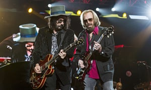 Mike Campbell y Tom Petty en 2017
