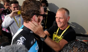 Shane Sutton, visto aquí con Bradley Wiggins en 2012, ha sido descrito por Richard Freeman como