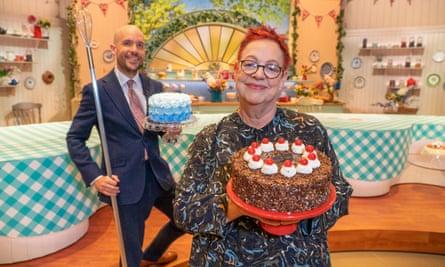 Barbs ... con Jo Brand en Extra Slice de Bake Off.
