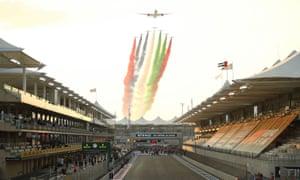 Un resumen de la parrilla del circuito de Yas Marina antes de la carrera