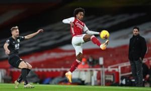 Willian en acción para el Arsenal