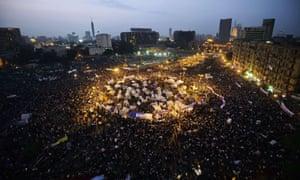 Una manifestación masiva contra un decreto del presidente Mohamed Morsi que se otorgaba a sí mismo amplios poderes en noviembre de 2012 en la plaza Tahir de El Cairo.