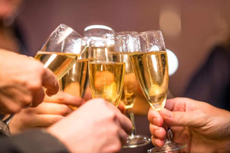 Copas de champán llenas