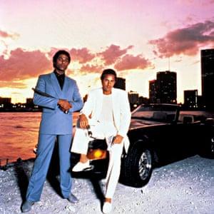 Philip Michael Thomas, izquierda, y Don Johnson en el programa de televisión Miami Vice.