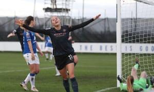 Beckie celebra el tercer gol del City