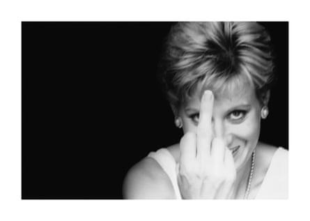 Alison Jackson - Diana dedo arriba