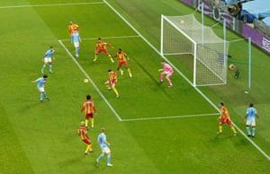 Ilkay Gundogan del Manchester City lo coloca en el primer gol.