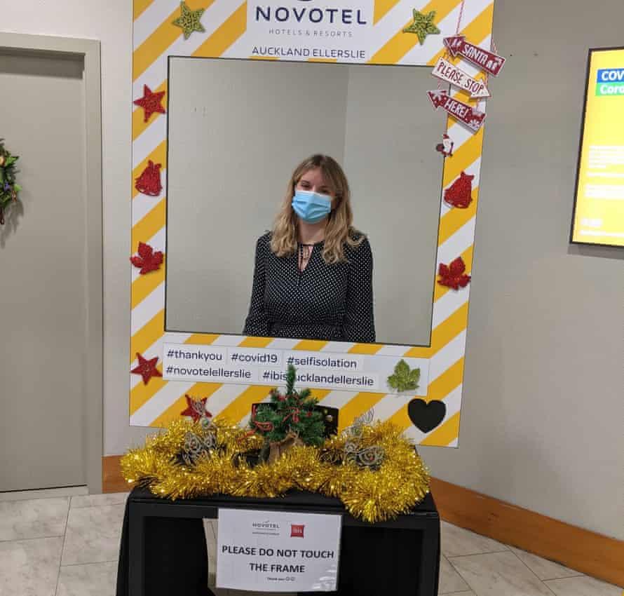 Elle Hunt aprovecha el fotomatón de cuarentena de coronavirus el día de Navidad en un Novotel en Auckland, Nueva Zelanda.