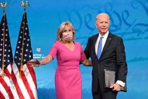 Joe Biden llega el lunes con su esposa Jill Biden para pronunciar comentarios sobre la certificación del Colegio Electoral.