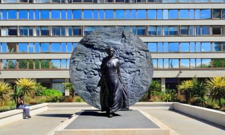 El Monumento a Mary Seacole en los terrenos del St Thomas's Hospital de Londres