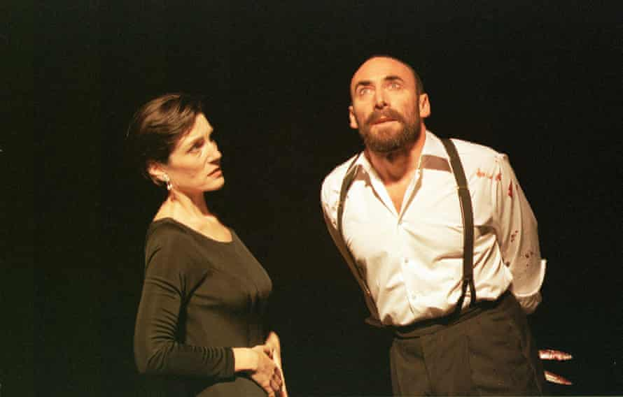 Antony Sher como Macbeth y Harriet Walter como Lady Macbeth en la producción de 1999 de la Royal Shakespeare Company.
