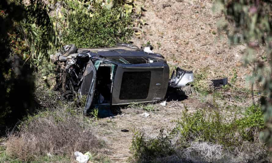 El auto de Tiger Woods gravemente dañado después del accidente de un golfista el martes