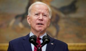 El presidente de los Estados Unidos, Joe Biden, advirtió a los estadounidenses que no bajen la guardia a medida que se extienden nuevas variantes.
