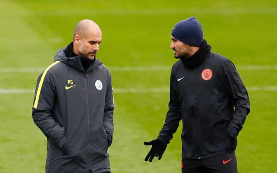 Pep Guardiola y Gundogan entrenando en 2016. El internacional alemán fue el primer fichaje del español por el Manchester City