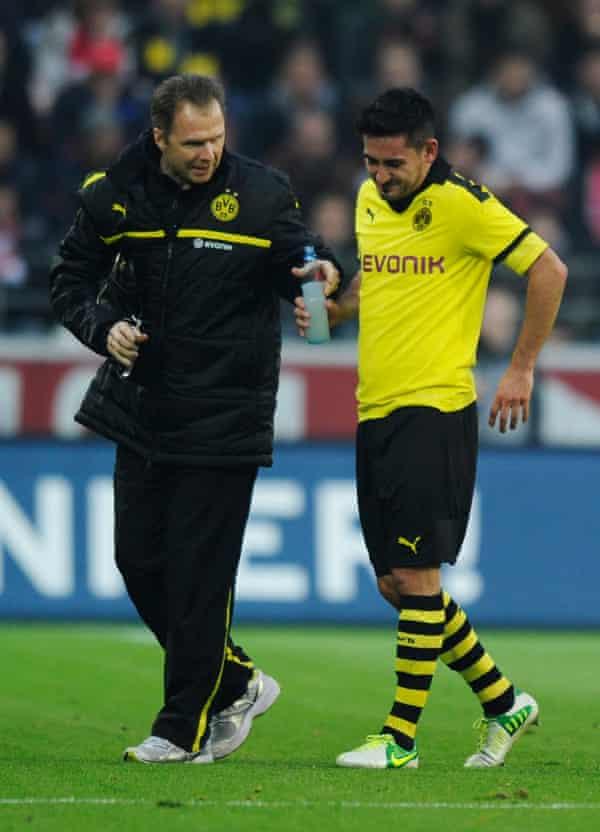 Gundogan sufrió una serie de lesiones en Dortmund, la peor de las cuales fue una grave lesión en la espalda en 2014.