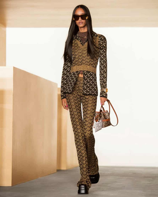 Una creación de Versace otoño / invierno 2021 durante la semana de la moda de Milán el 5 de marzo.