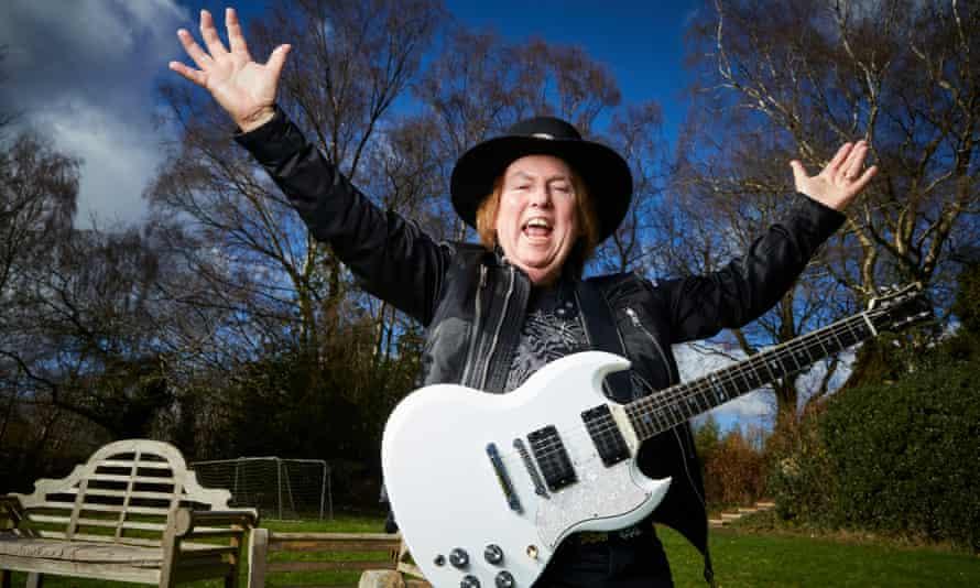 El guitarrista de Slade, Dave Hill, en su casa de Staffordshire.