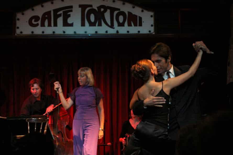 Café Tortoni - un punto de acceso de tango en Buenos Aires, fundado en 1958