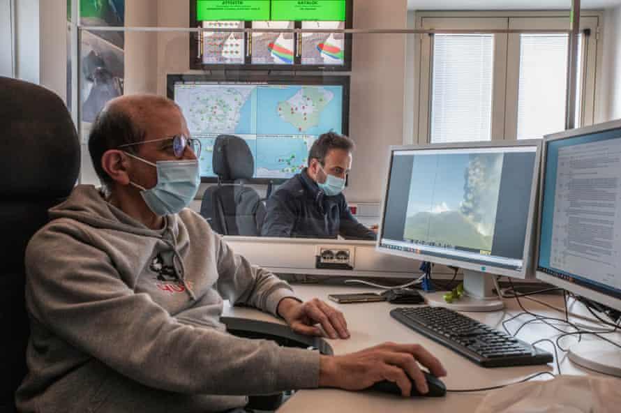 La sala de operaciones del Instituto Nacional de Geofísica y Vulcanología de Catania.