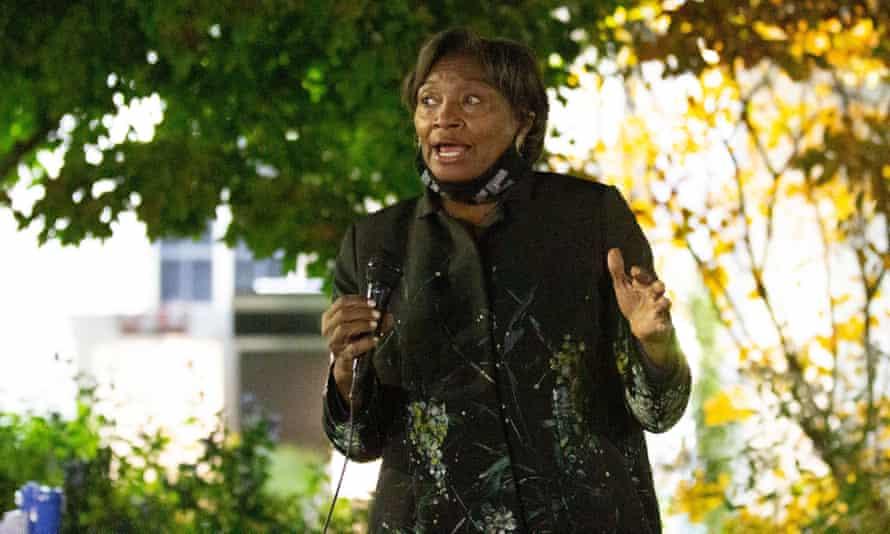 Andrea Stewart-Cousins se dirige a un mitin de campaña en Yonkers en noviembre.