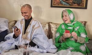 Mohamedou Ould Salahi con su abogada Nancy Hollander, pocos días después de su liberación de Guantánamo en octubre de 2016
