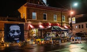 El George Floyd Memorial se ve en septiembre del año pasado, fuera de Cup Foods ubicado en 38th Street y Chicago Avenue en Minneapolis.