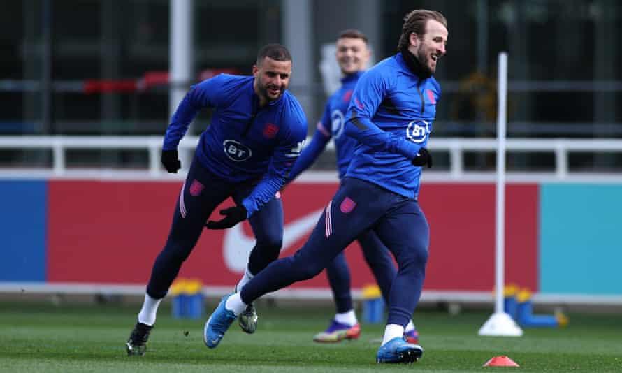 Kyle Walker y Harry Kane se preparan para las eliminatorias de la Copa del Mundo de Inglaterra en St George's Park.