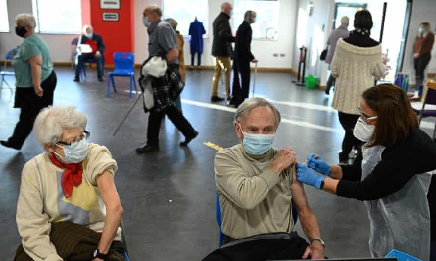 Vacunación en el estadio Keepmoat, Doncaster. Made in Doncaster se creó con la pandemia de Covid como telón de fondo.