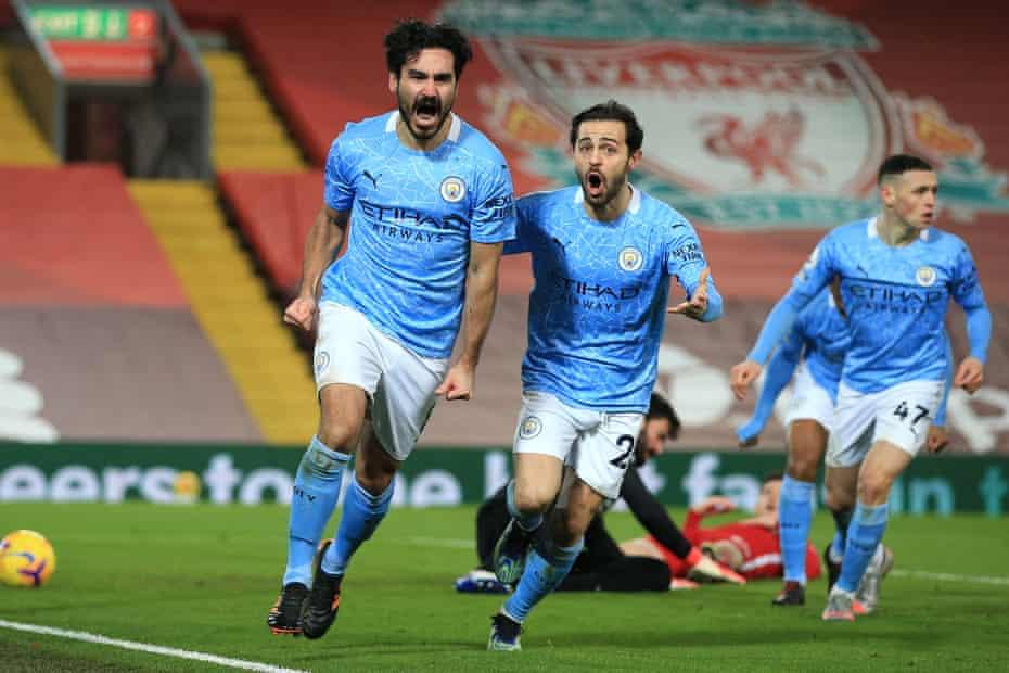 Gundogan celebra el primer gol de la reciente victoria sobre el Liverpool en Anfield.