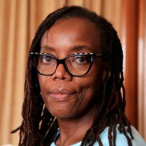 Tsitsi Dangarembga fue preseleccionada para el Premio Booker por su novela This Mournable Body, una secuela de Nervous conditions.