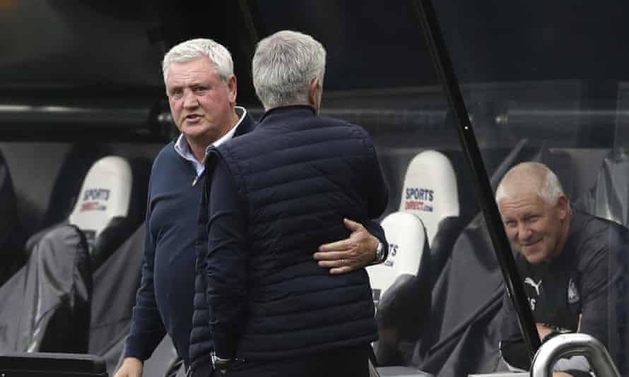 Steve Bruce y José Mourinho se encuentran en posiciones similares antes del encuentro del domingo.