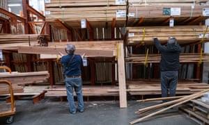 Un magasin Home Depot à Pleasanton, Californie, États-Unis, alors que les prix du bois montent en flèche