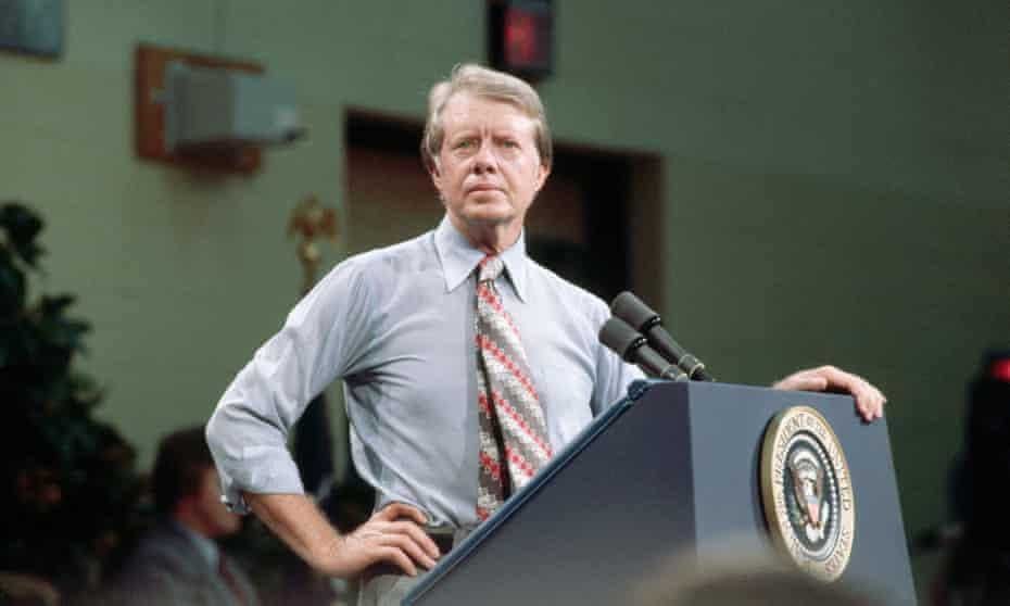 Carter respondiendo a una pregunta durante un discurso en Yazoo, Mississippi, en julio de 1977.