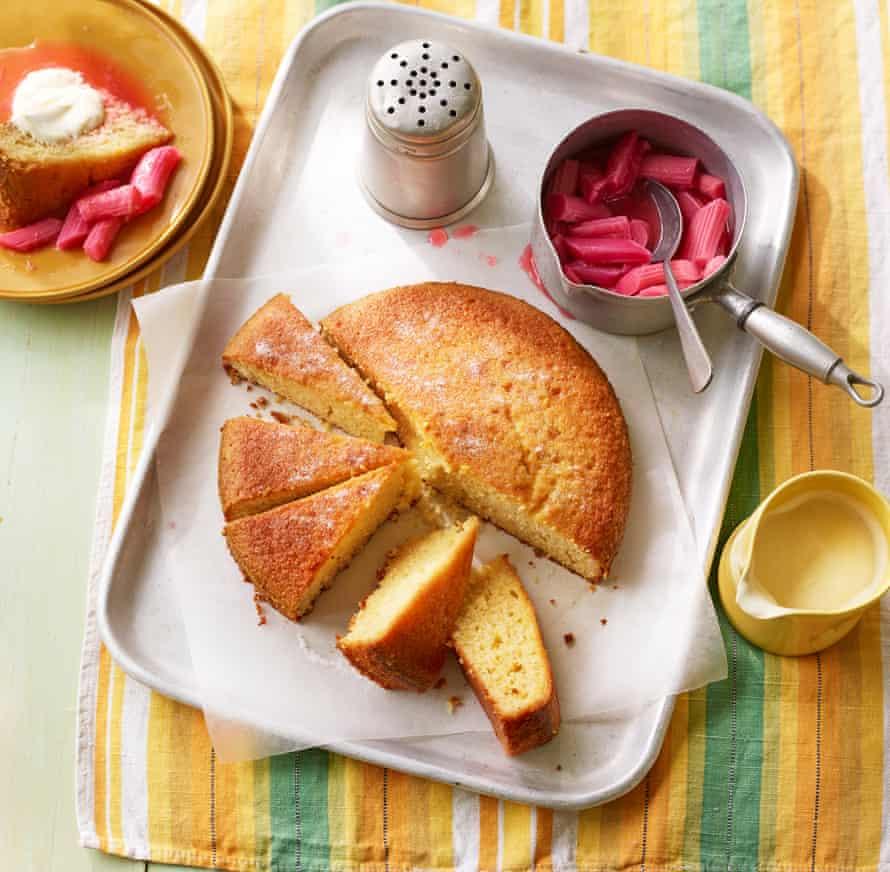 Pastel de yogur, almendras y miel Jeremy Lee Suplemento para hornear fácil Fotografía OFM y accesorio Estilo: Kate Whitaker Estilo de cocina: Jules Mercer