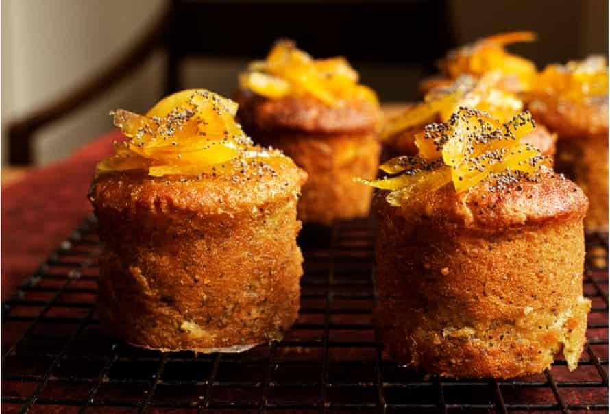 Tortas con naranja y semillas de amapola.