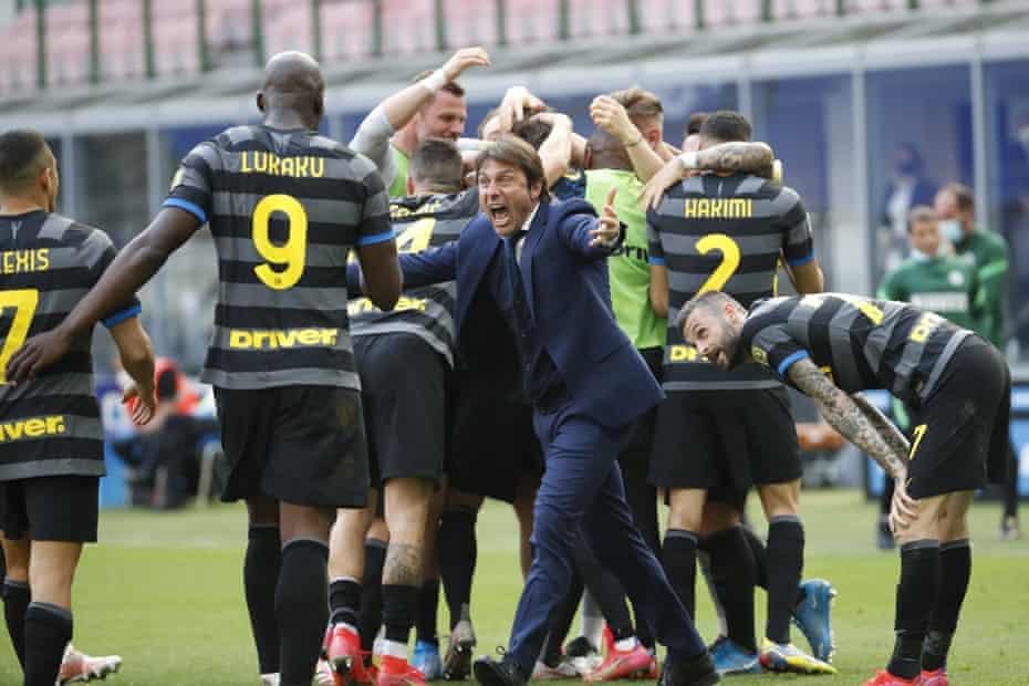 Conte y sus jugadores del Inter.