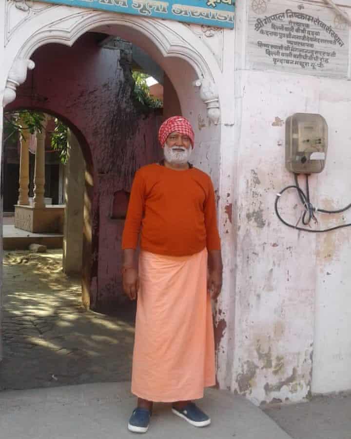 Pragyanand Giri, en su ermita
